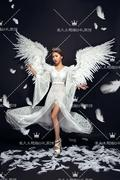 The new studio wedding photography photo dress feather wings theme photo shows stage on white gauze dress