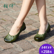 Accompanied by the spring and autumn new leather shoes tanyun hand knotted first layer of leather is soft and comfortable in the documentary shoes