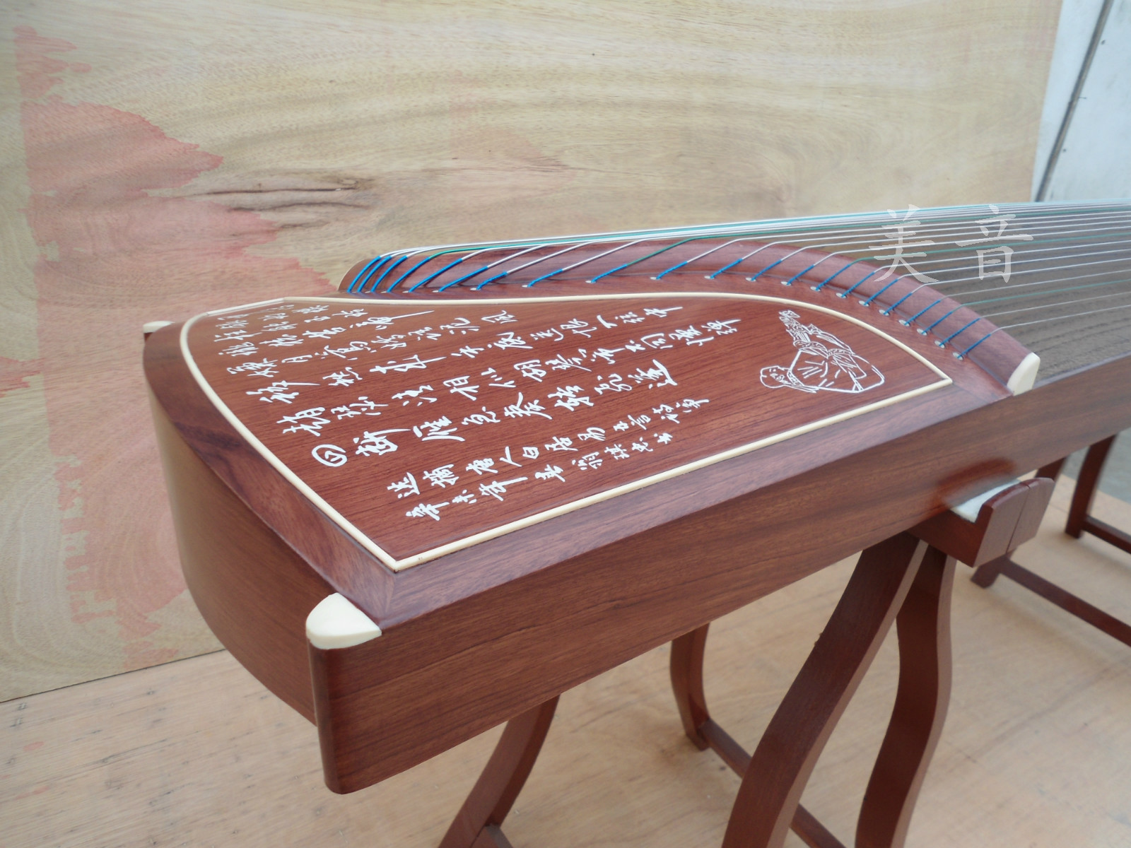 The professional standard of high-grade mahogany guzheng guzheng guzheng lettering grading package mail send a full set of accessories