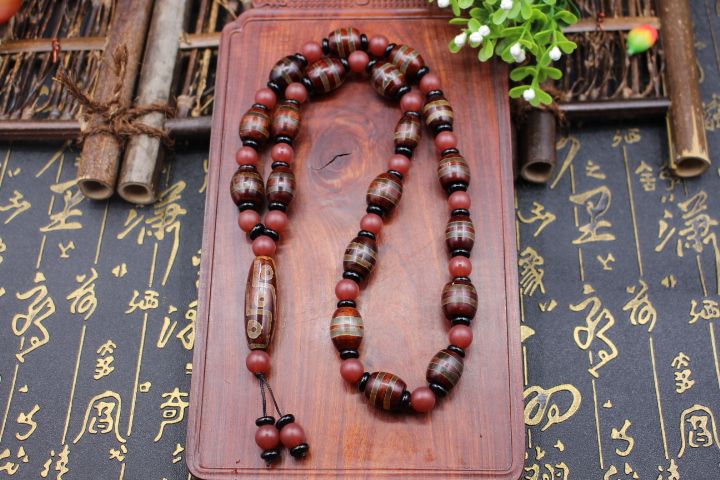 Soon to end a dollar auction Tibet Beads Agate Neck Ornament 9 eyes beads necklace bracelet sweater chain car hanging