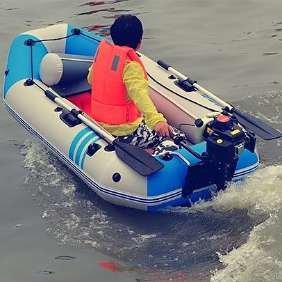 A small fishing boat fishing boats thickened kayak assault 2 punch + Yum motor gasoline outboard machine