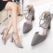 In the summer of 2017 new shoes with pointed cross straps shallow mouth thick shoes with high heels 32 small code word