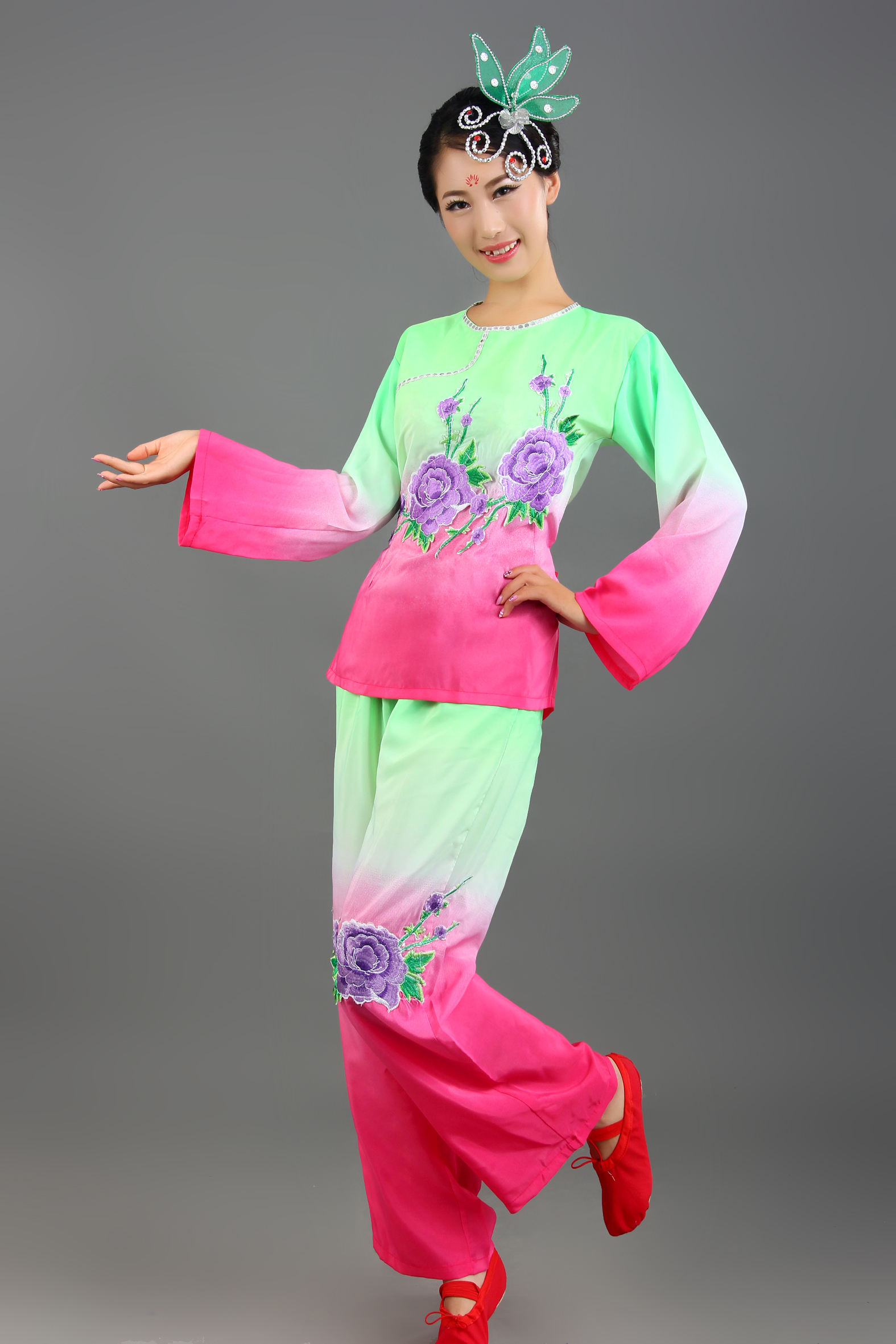 High-end 2015 new Yangge dance suits costume female middle-aged specials square dance, fan dance drums