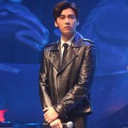 Li Yifeng with the clothing of the men's clothing, the age of the Korean version of the Korean version of the body style collar PU leather jacket jacket