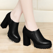 In the spring of 2017 new female shoes shoes in the spring and autumn. All-match rough documentary with small leather shoes high heels fashion tide