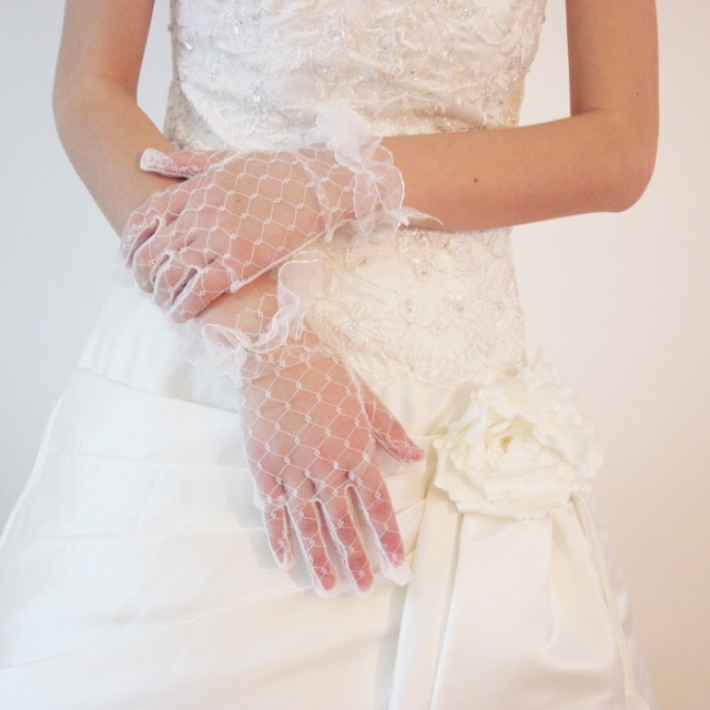 The bride gloves short summer transparent gauze Lace Gloves Wedding Dress Accessories white red