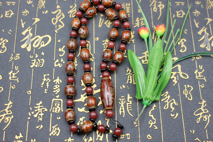 End an auction old agate dZi agate beads in Tibet 3 + 9 eyes dZi bead necklaces bracelets @