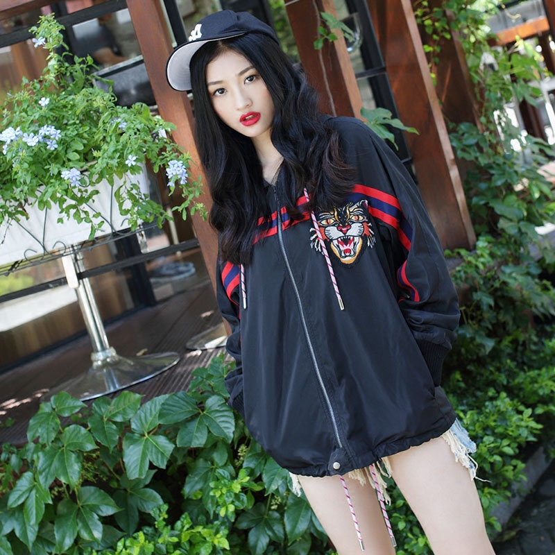 BabyGuaGua! Yang Mi star with embroidery, tiger head striped short windbreaker, long coat, female spring and Autumn