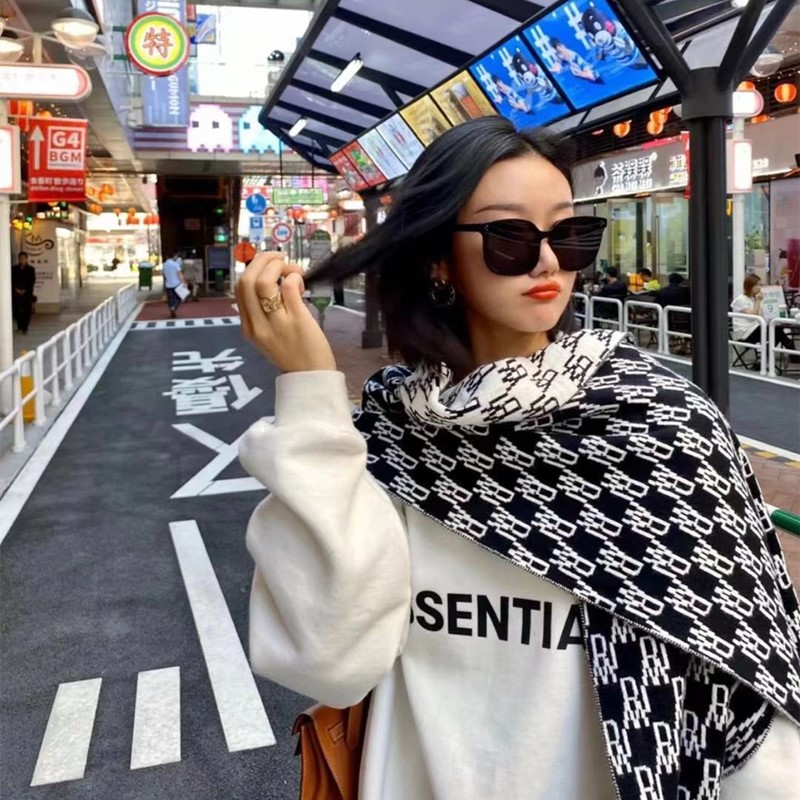 We11Done 20FW old flower double-sided black and white winter knitted wool cashmere warm and thick neck scarf