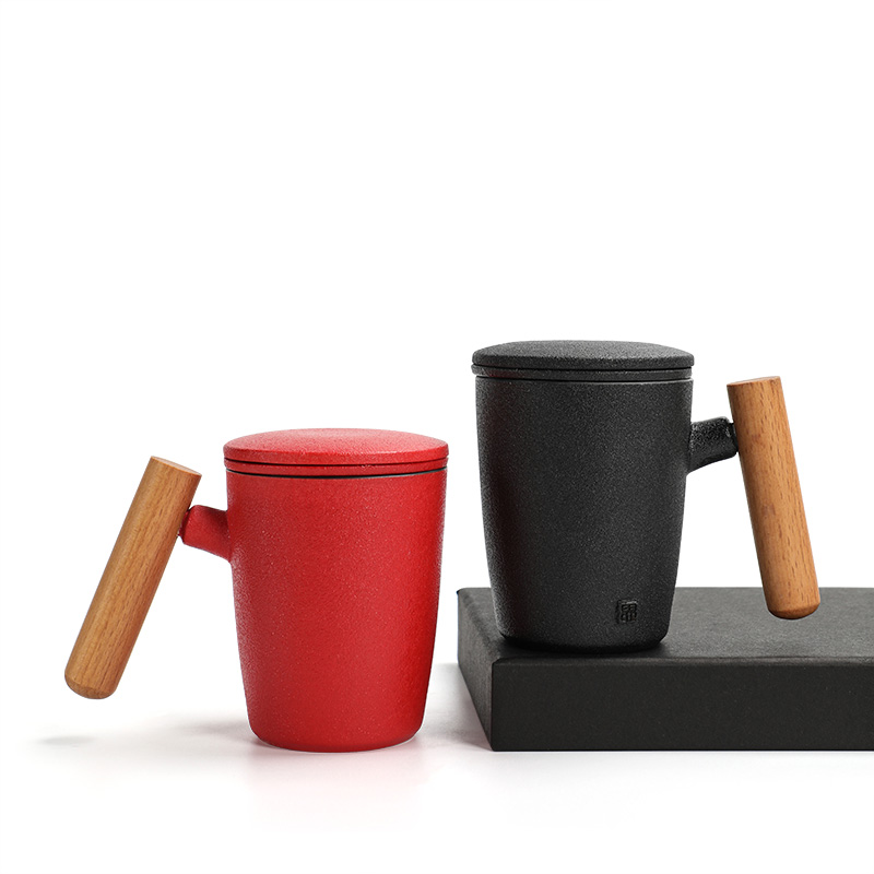 Xin Fulong coarse ceramic wood handle mug ceramic filter belt cover couple cup with a cup of tea separated cup office cup