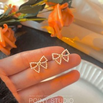 Pearl bow stud earrings for womens INS simple compact and versatile earrings. The new 2021 fashion earrings drop