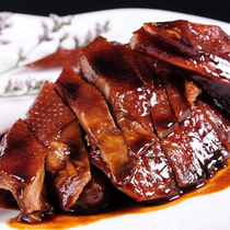 Shanghais old name Guangming Yu deli signature sauce duck half 滷 roast duck under the wine and duck snack snacks