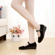 Old Beijing cloth shoes heel slope with black cloth shoes with a pair of shoes with a pair of shoes