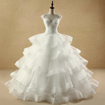 Dimension of the brides retro palace and the winter wedding dress