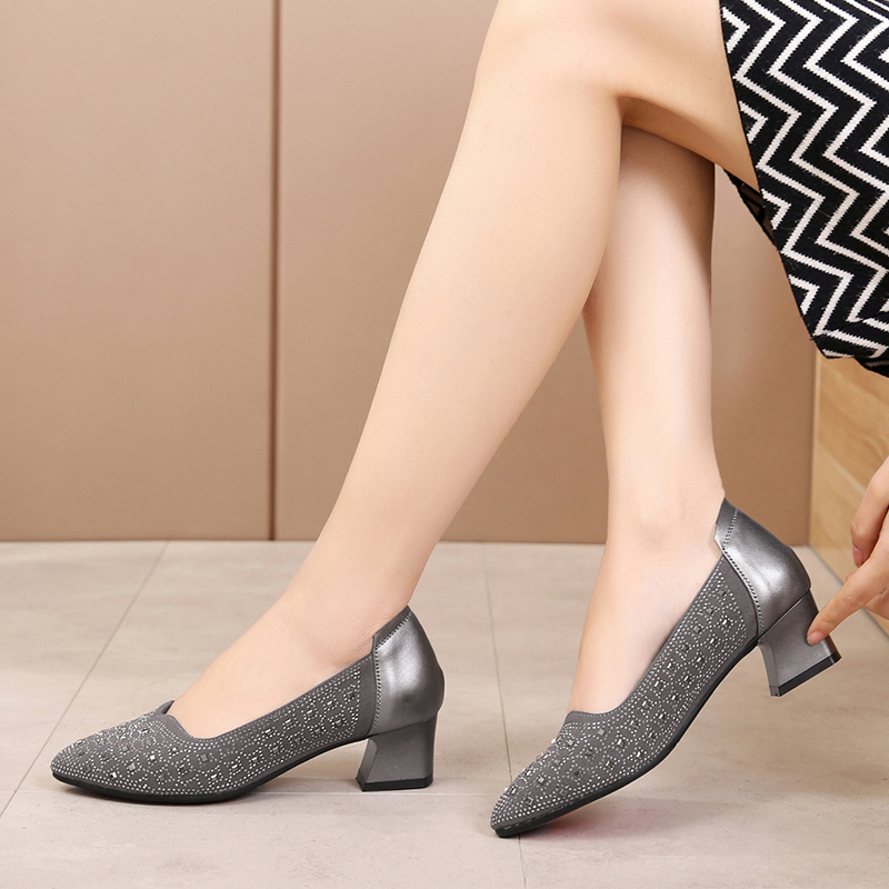 New mid-heel and large-size women's shoes, 41-43 yards thick-heeled, single-footed women's spring 40 fashionable small leather shoes
