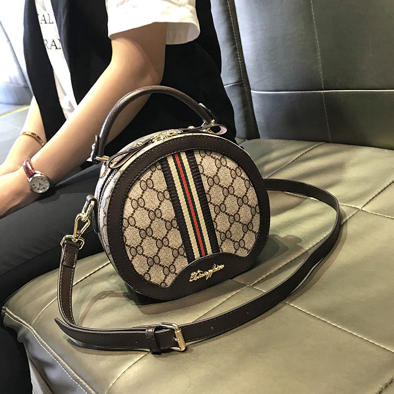 Bag female 2018 new autumn and winter fashion portable small round bag female bag Korean version of the tide wild shoulder slung small bag