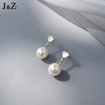 The new 2021 fashion earrings are sterling silver needle earrings with no earclips