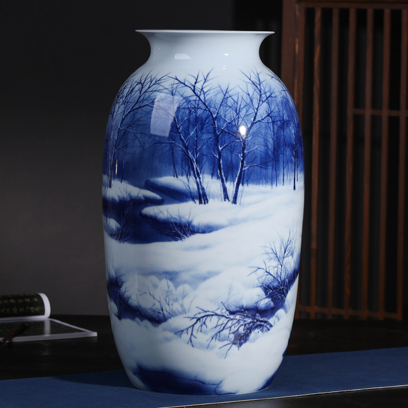 Jingdezhen Ceramic Blue and White Porcelain Decorative Large Gift with Artistic Flower Arrangement in Living Room