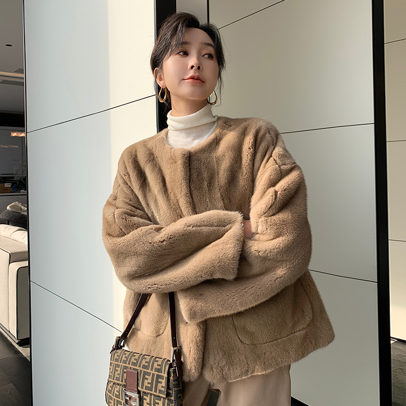 Yang qi new winter imported young fashion whole fur coat womens mink fur fur coat in the long round collar