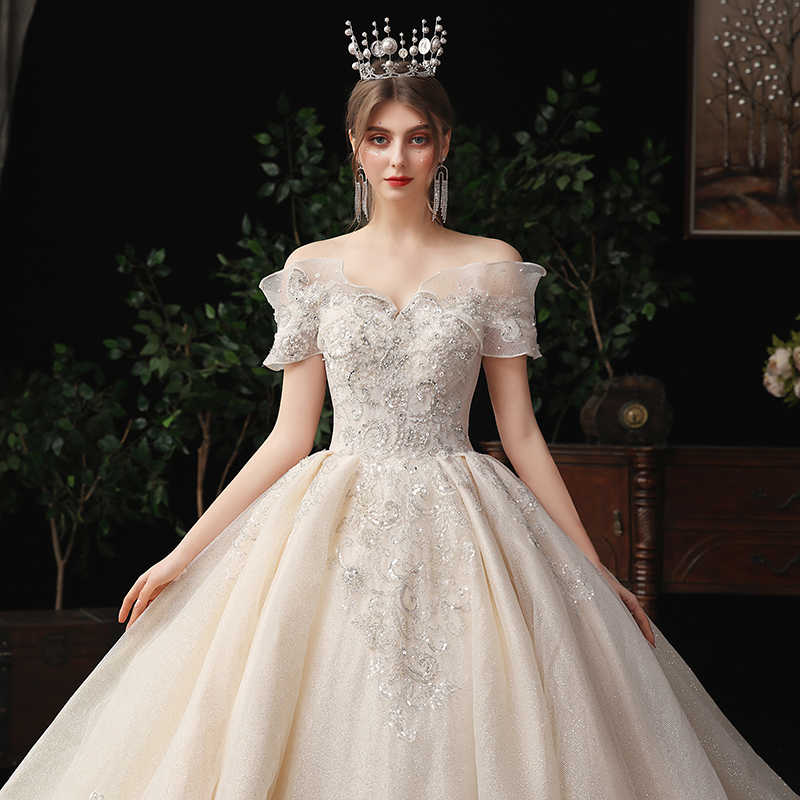 Main wedding dress 2020 new temperament Sen series super fairy dream bride European style one shoulder tail Hepburn starry sky