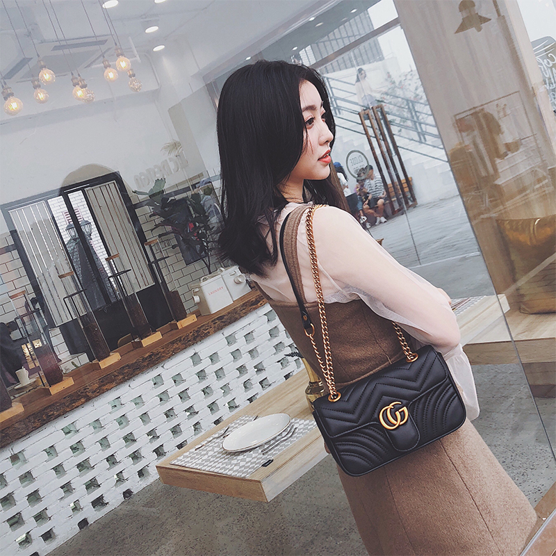 2018 new wave Korean version of the personality explosion models shoulder diagonal ins super fire bag Lingge chain small fragrance bag female