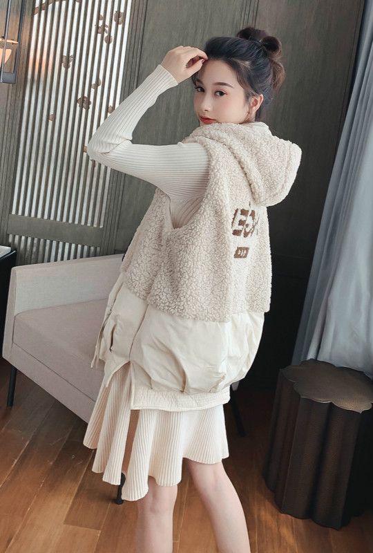 Lamb feather cotton vest jacket female autumn and winter new Korean version of loose short vest fashion outer wear horse clip girl