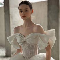 One shoulder main wedding dress 2021 New Summer Bride Court Hepburn wind big tailing luxury heavy industry satin premium