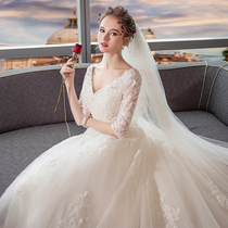 Long tail of Europe and the United States Palace show Thin V-collar one word shoulder wedding dress