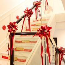 Escalier de mariage main courante décoration gaze rideau Fournitures de mariage Daquan tirer fleur salle de mariage main tirer fleur arrangement ballon ensemble