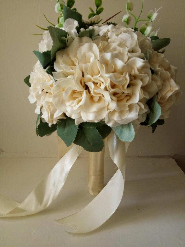 The new hand-held flowers simulate red and white rose wedding small fresh Korean exterior bride photography prop bouquet