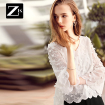 Embroidery lace Bell sleeves loose super hit-and-white sweater