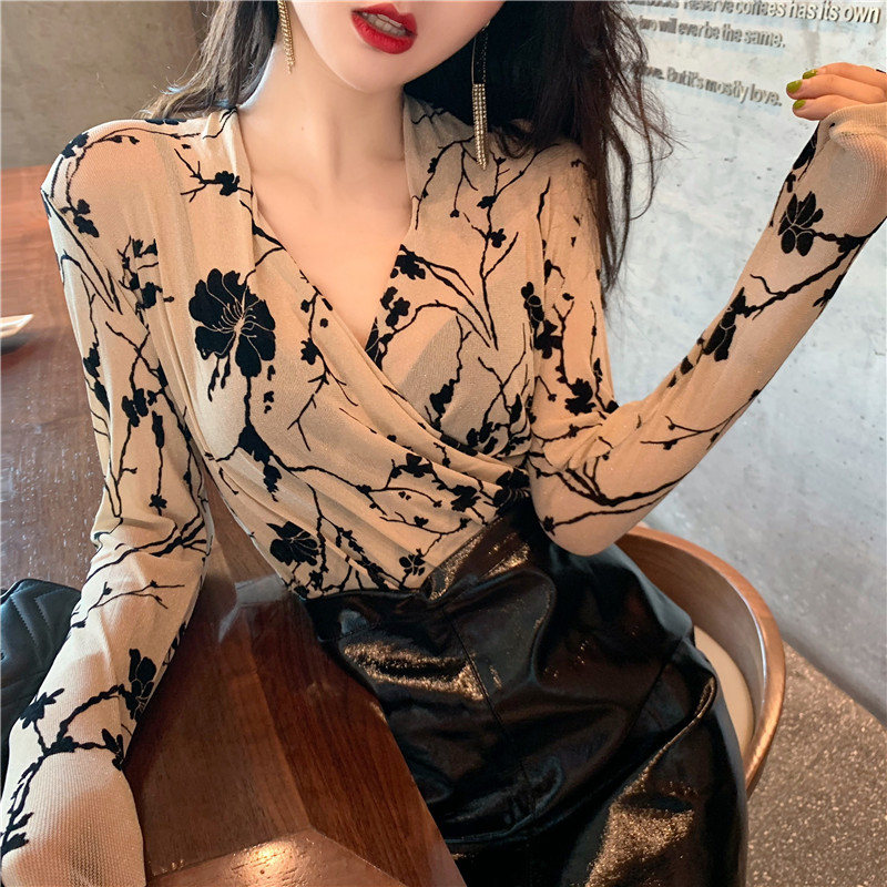 2020 new sexy cross-V-neck print bottoms womens autumn winter with a Korean version of the 100-year-old long-sleeved top