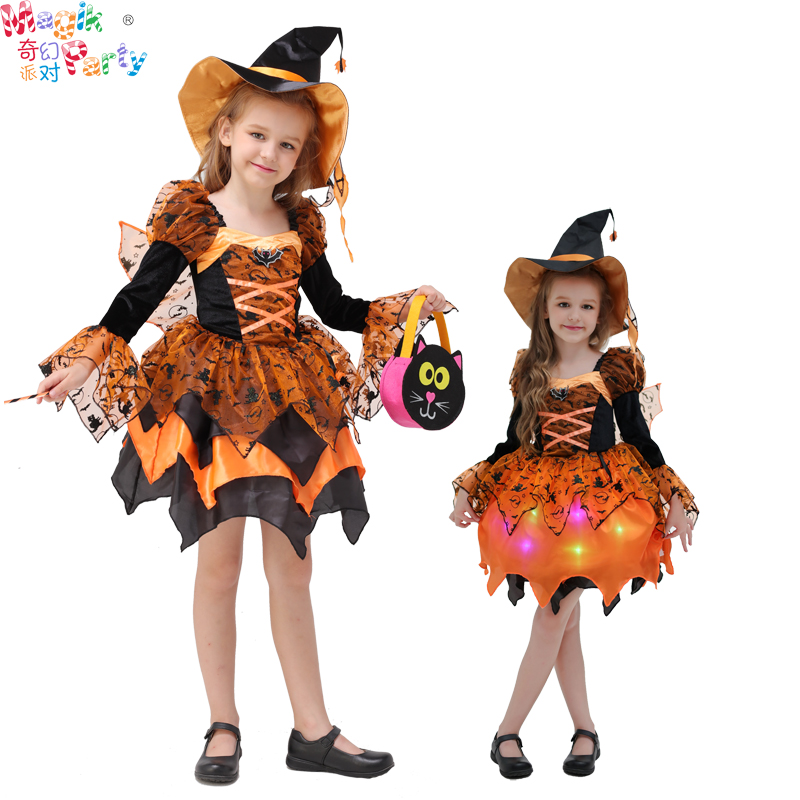 Children's performance, children's performance Cos, performing girls, witches, orange witches, and princess dress.
