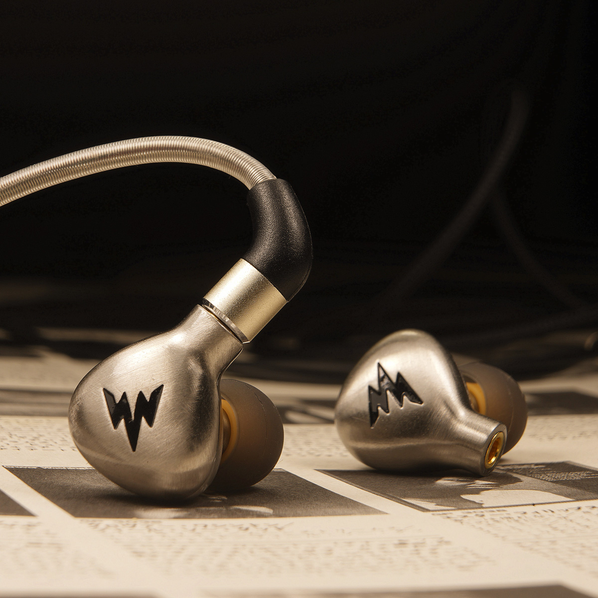 Whizzer/Weize A15 hifi headphones with ear-in earplugs are balanced and durable