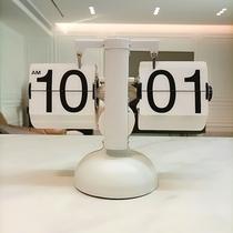 Page automatique créative tournant horloge rétro salon décoration horloge moderne simple mécanique horloge horloge horloge personnalisée horloge de table