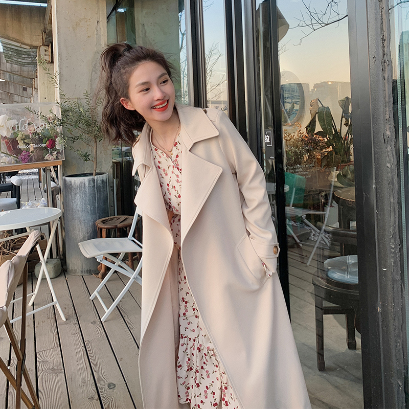 Windbreaker womens long 2021 spring new temperament loose Korean version of the popular over-the-knee coat thin lace-up coat