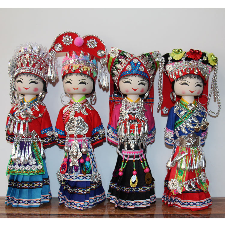 Miao dolls manufactured by hand in Guizhou Huangguoshu Tourist Gift Delivery Specialty Random Delivery Height of 30cm