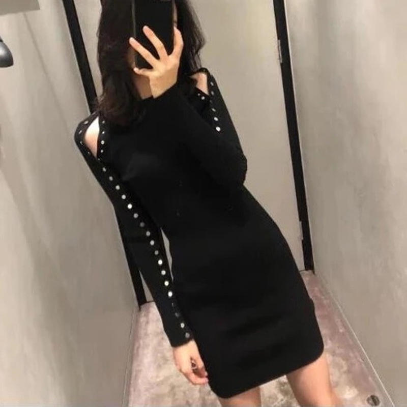 Hong Kong counters 2020 autumn winter new slim look thin temperament bottom black off-the-shoulder long-sleeved knitted dress girl