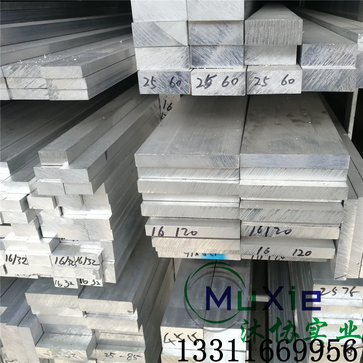 High quality 6063 Aluminium bars for aluminium bar profiles. Spot aluminium bars for aluminium bar can be cut and customized.