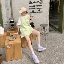 Net red sports suit womens summer 2021 light cooked wind retro port style chic fried street casual fashion shorts two-piece set