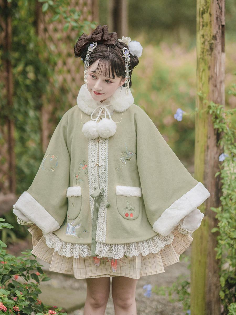 Zhong Ling remembers han clothing pray moon rabbit half-sleeves cloaked womens short horse face hair autumn and winter Huayu Kyushua Kyushua fireflies catwalk model