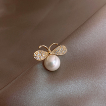 Bee pearl brooch High-end luxury wild cute Japanese ins tide fixed clothes pin neckline corsage woman