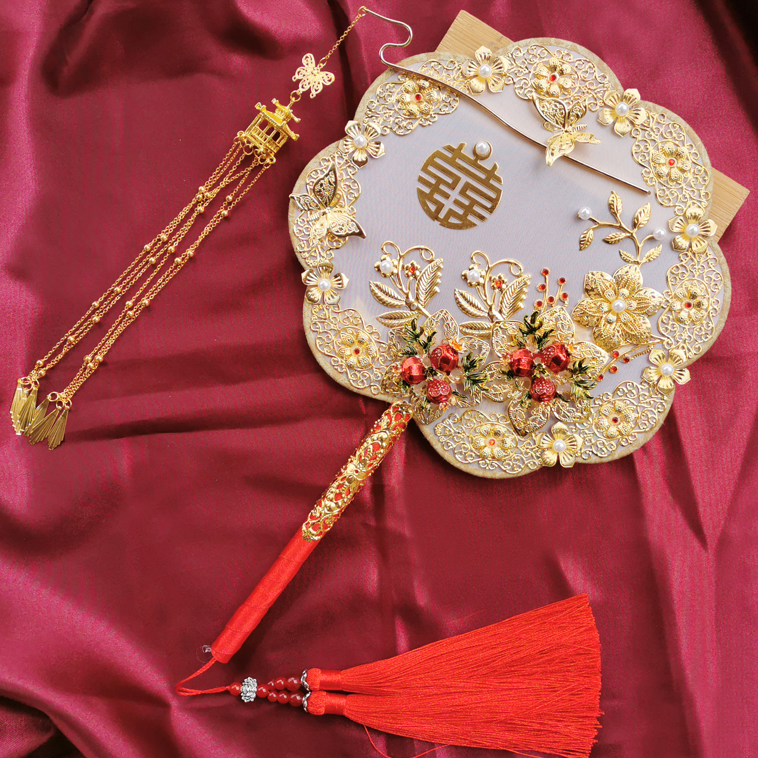 Wedding gift-giving Chinese-style show clothes hand-held flowers handmade diy material bag ancient wind happy fan out of the wedding fan bride group fan