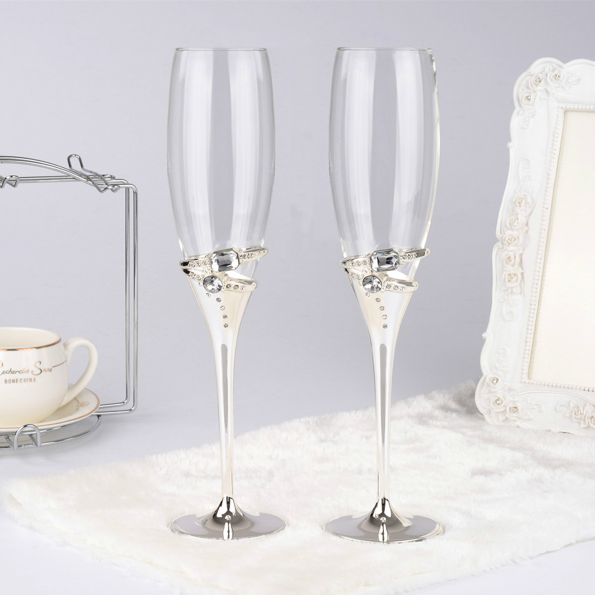 European-style wedding gift toast with silver rings, diamonds, champagne cups, wine cups and mails for 2