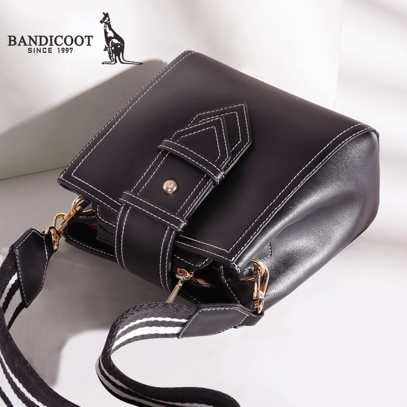 Kangaroo Bucket Bag Female 2018 New Autumn and Winter Korean Version Baidan Single Shoulder Wide Shoulder Belt Fashion 2019 Slant Bag