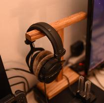 Solid wood headset creative headset display shelf wooden headset pylar internet cafes universal headset bracket
