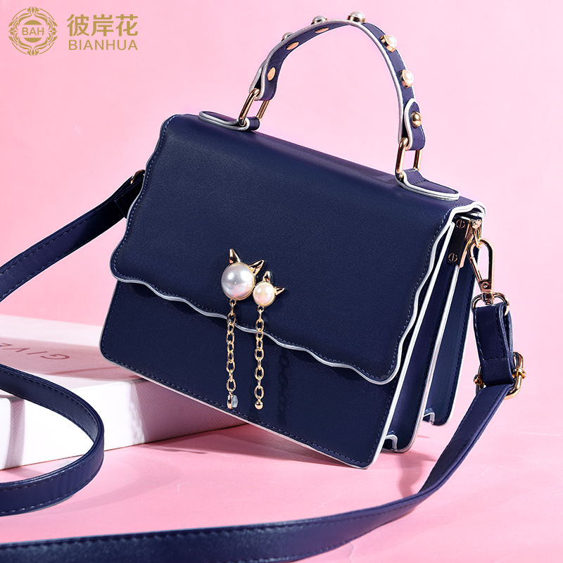 The other side of the flower female bag cute girl portable small bag 2018 new wave fashion tassel girls shoulder Messenger bag