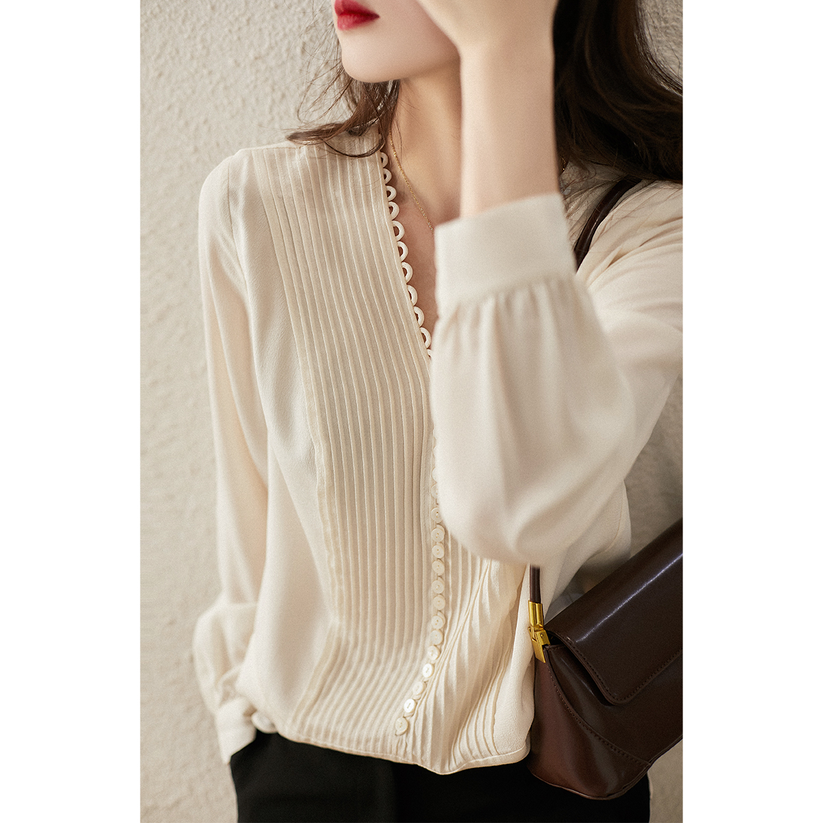 SYB380281AG) early spring new craft complex organ press fold ghost mulberry silk long-sleeved top girl