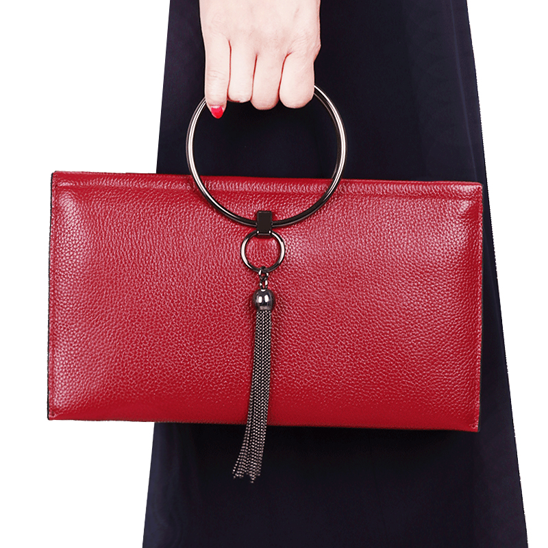 2018 new leather female handbags handbags European and American fashion clutch bag female tassel slung portable small bag