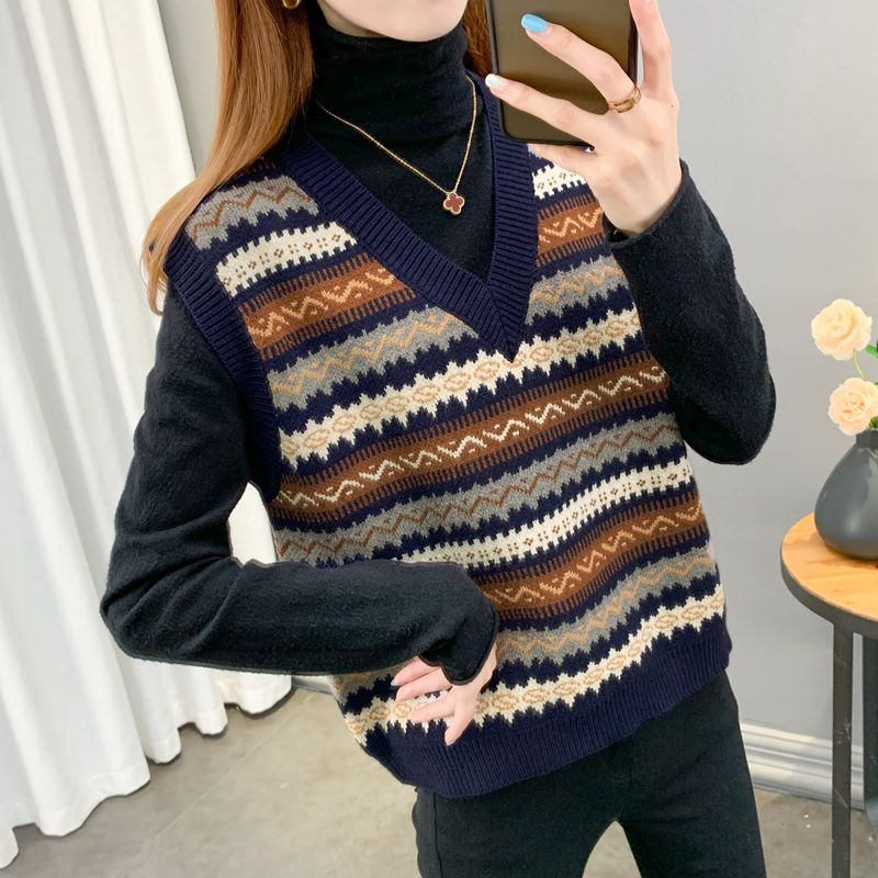 Vest vest jacket autumn and winter ladies outside the sleeveless sweater V-necked pick-up knitted horse clip-style Korean version worn outside